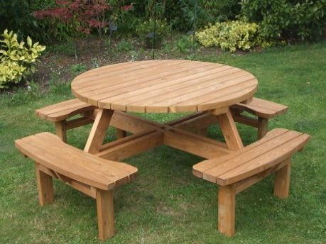 The Advantages of Small and Big Garden Tables